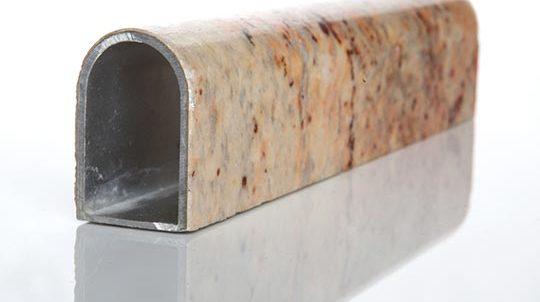 Freiform, verkleidet mit einem Shivakashi Steinfurnier, Oberfläche poliert