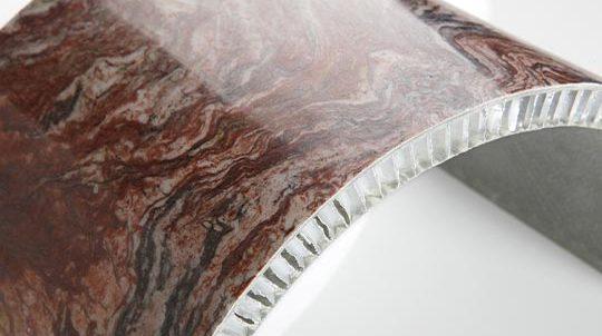 Fusion Wow Steinfurnier auf gebogener Aluminiumwabe, Steinoberfläche poliert
