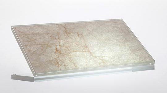 Glas Stein Laminat mit 1,5mm Ice Flake Steinfurnier laminiert zwischen 2 x 4mm Weissglas, hinterleuchtet