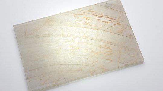 Glas-Stein Laminat mit 1,5mm Nacarado GoldVan Gogh Steinfurnier zwischen 2 x 4mm Weissglas, hinterleuchtet