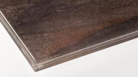 Glas-Stein Laminat mit 1,5mm Sandalus Steinfurnier laminiert zwischen 2 x 4mm Weissglas, hinterleuchtet