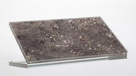 Glas-Stein Laminat mit 1,5mm White Torroncino Steinfurnier laminiert zwischen 2 x 4mm Weissglas, hinterleuchtet