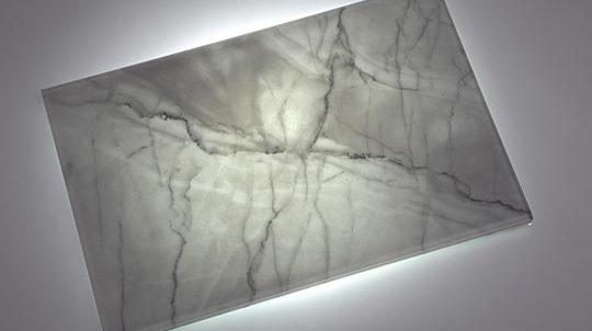 Glas-Stein Laminat mit 3,0mm Statuario Venato Steinfurnier laminiert zwischen 2 x 4mm Weissglas, hinterleuchtet