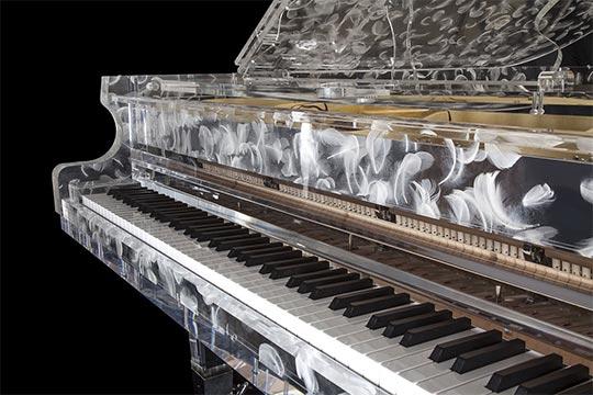 Projekt SEEN AG - Piano aus Glas mit Federn