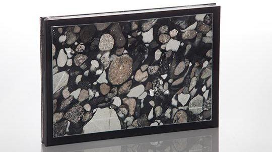 Stein-Glas Laminat mit 1,0mm Nero Marinace Steinfurnier laminiert auf Glas zum SZR, Steinoberfläche poliert