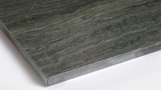 Stein-Glas Laminat mit 1,5mm Glen Green Steinfurnier laminiert auf Weissglas, Steinoberfläche gebürstet