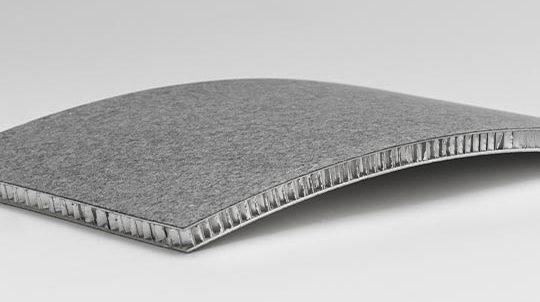 Steinfurnier auf Aluminiumwabe, gebogen
